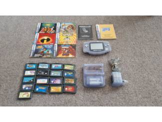Gameboy Advance met 17 games en 8 boekjes